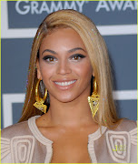 Beyonce's artist kept the cheeks and lips neutral to balance out the strong . (beyonce makeup)