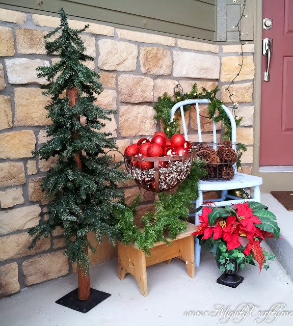 Christmas front porch -- www.MightyCrafty.me