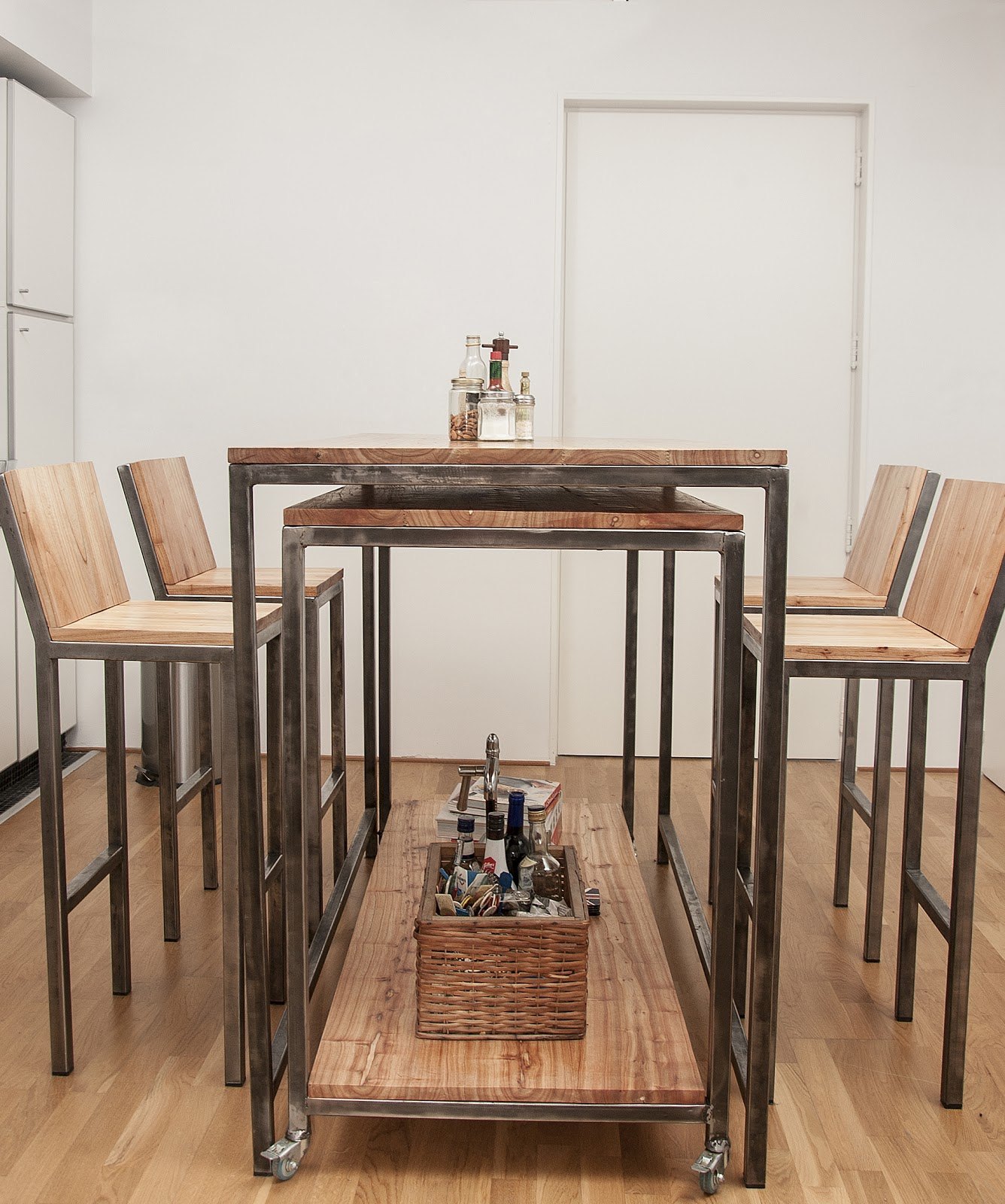 Taburete hosteleria estilo industrial taburete de hierro for Butacas para barras en madera
