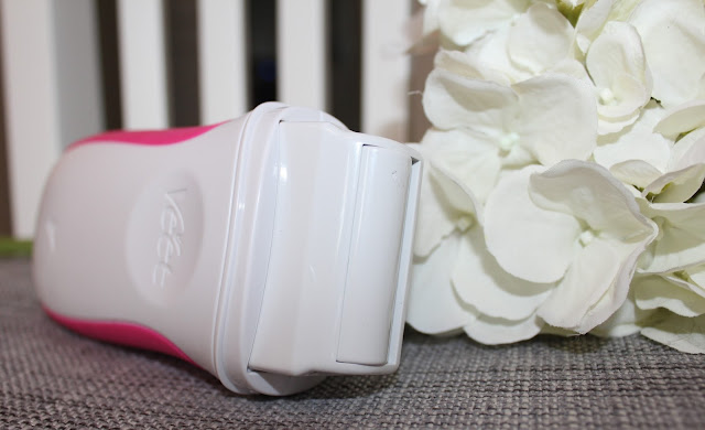 Photo of Veet's EasyWax Electrical Roll-On Kit