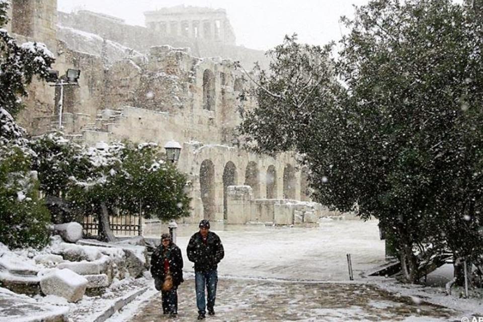 Προσοχή! Προβλήματα σε όλη την Ελλάδα από το χιόνι. Από το βράδυ παγετός