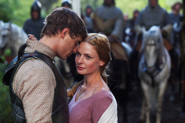 Max irons y rebecca ferguson encarnan a la pareja real en the white