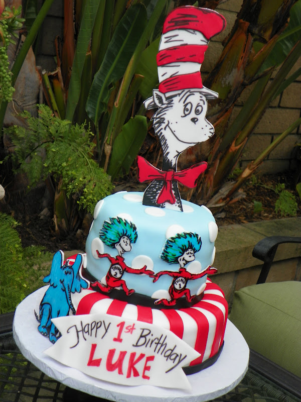 Plumeria Cake Studio Dr Seuss Birthday Cake Featuring Cat In The Hat