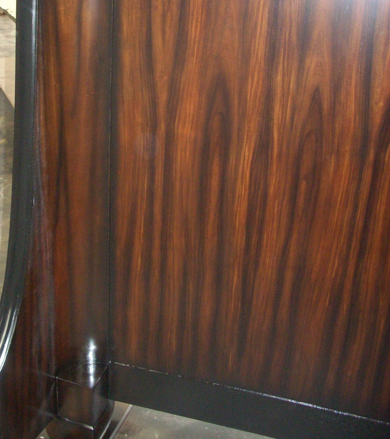 wisno wood furniture finishing: Pad stain application in the wood