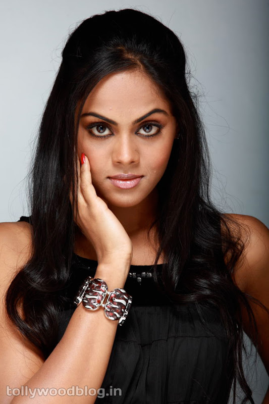 Karthika Photos in Rangam Telugu Movie hot images