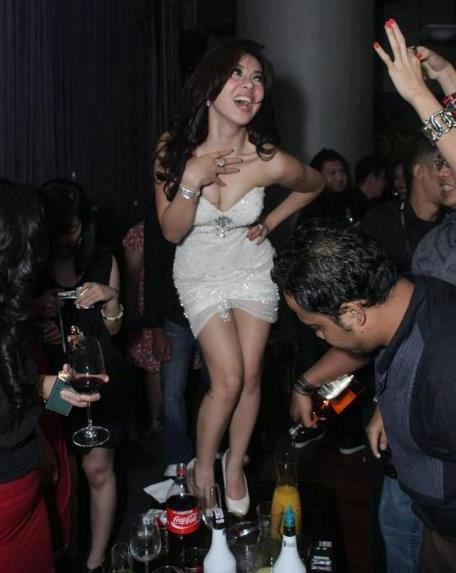 Foto Hot Bugil Syahrini Mabuk di Diskotik - Artis yang suka mengatakan ...
