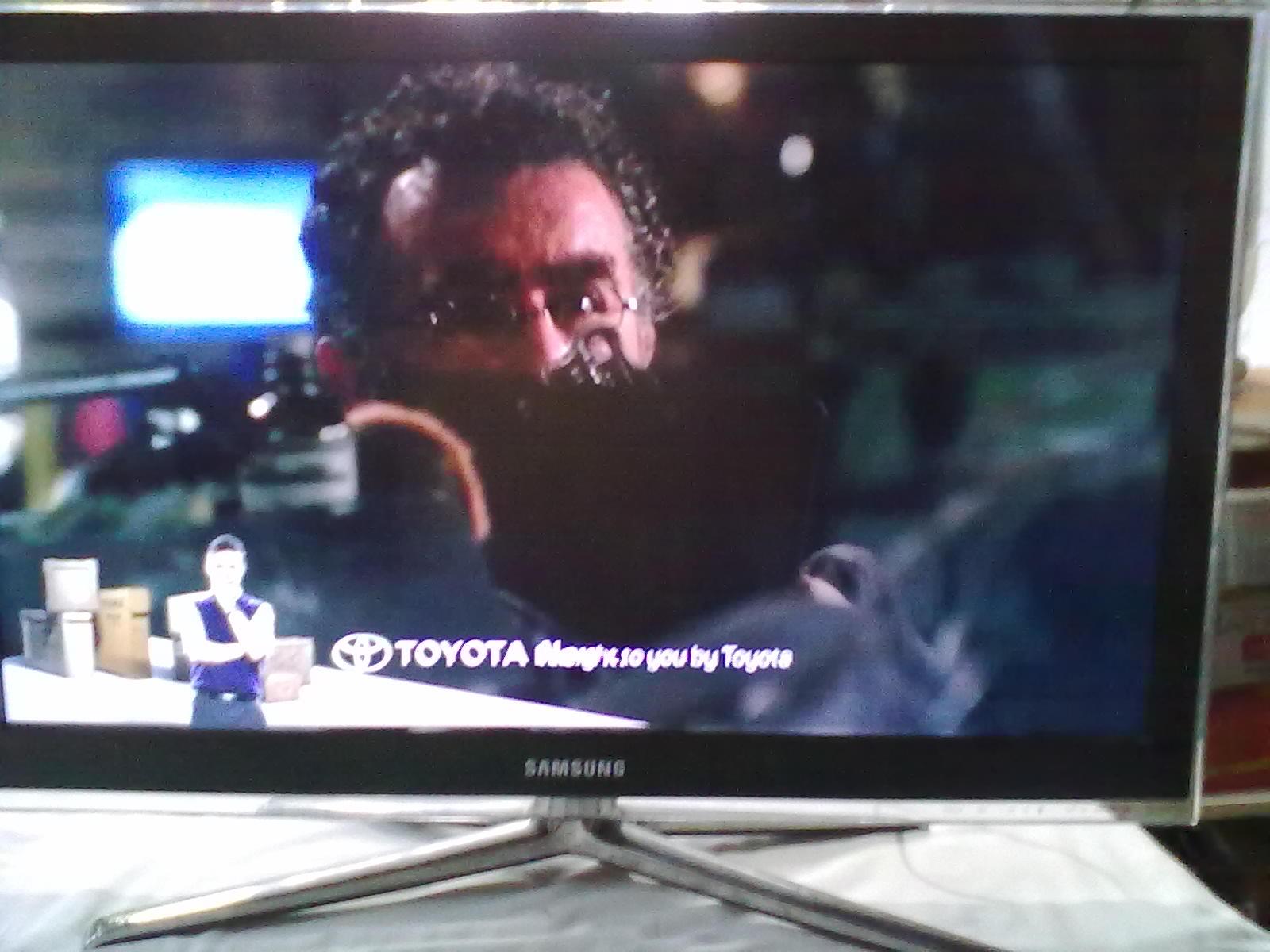 tunggu beberapa saat apabila tv tidak mau menyala sendiri nyalakan tv menggunakan tombol stb di panel remote