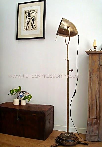 Muebles vintage valencia. Tienda de lámparas estilo industrial. Focos de cine antiguos y lámparas de pie vintage.