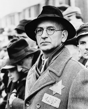 schindler s list itzhak stern To begin with, there was no schindler's list  and the manager, itzhak stern ( ben kingsley), was not even working for schindler then.