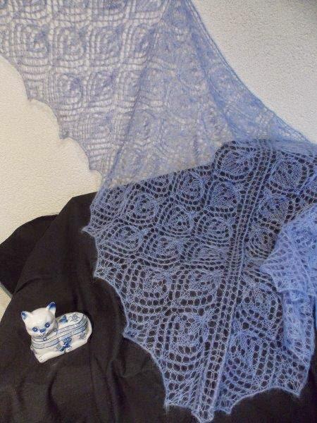 TE KOOP: lichtblauwe kidsilk shawl.