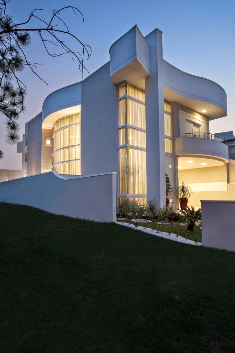 casa-fachada-moderna-andar-sala-cozinha-quarto-lavabo-suite-cores