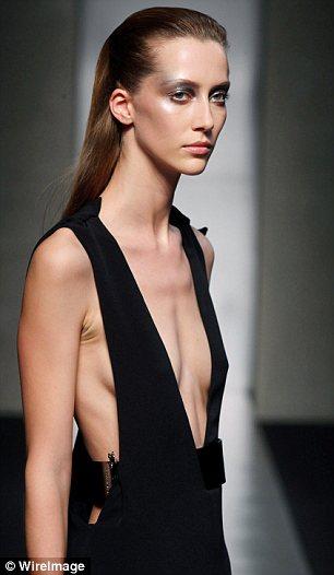 Geeks fashion gaunt model shocks at milan fashion show for Model of flat