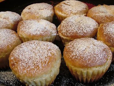 Muffinki drożdżowe z rodzynkami