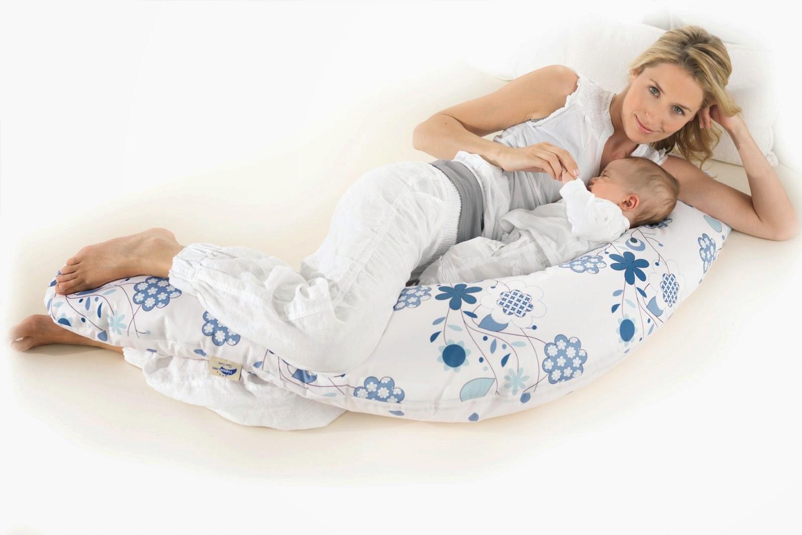 A brazos usos del coj n de lactancia - Almohadas para embarazo ...