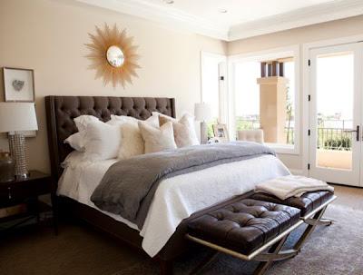 habitación marrón con beige