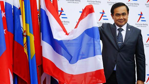 ยิ้มตู่ตู่ - ธงชาติไทย 2 - การประชุมสุดยอดอาเซม ครั้งที่ 10 - มิลาน