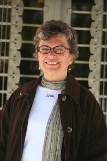 Roberta Brandes Gratz Recieving Landmarks Lion Award