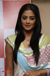 Priyamani Pictures in Salwar Kameez at Lakme Salon Launch at Secundrabad  0004