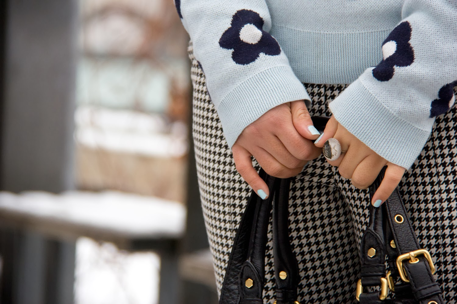 Vintage-Ring, BabyBlue-nail-polish, TopShop-Black-and-White-Print-Pants