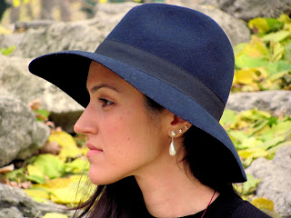 Be a lady, wear a hat, stai chic and calm! The key to a man's heart.