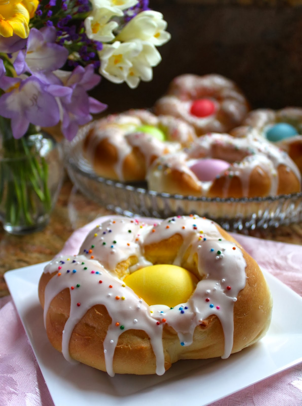 ... photos and you'll see, you can make these lovely Easter Bread Rings