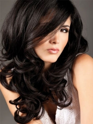 Corte de pelo largo con muchas capas