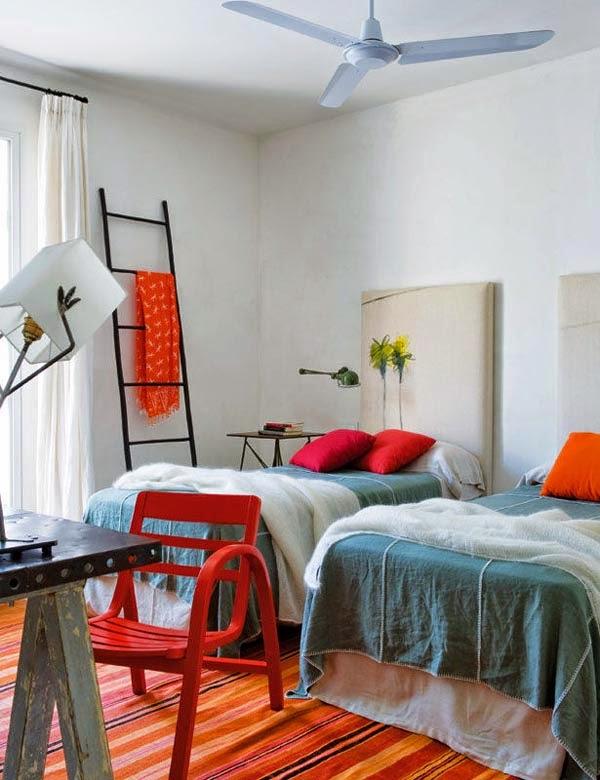Farbenfrohe Residenz in Cadiz: urlaubsreifes Wohnen und Leben in Weiß, Rot und Blau