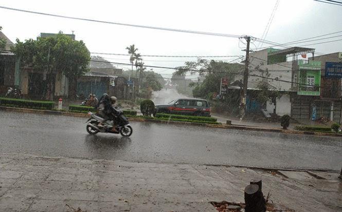 Gia Lai đang nắng hạn gặp mưa xối xả
