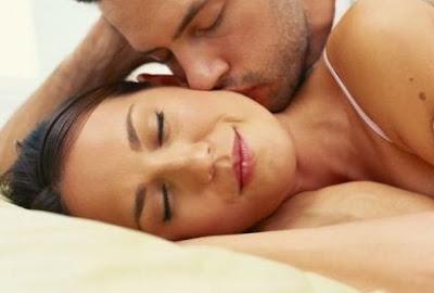 cara merangsang wanita agar mau diajak berhubungan intim