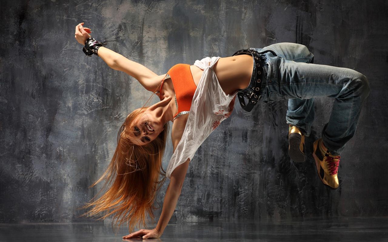 http://4.bp.blogspot.com/-RhKyxzFFj9M/TcbA7IS96qI/AAAAAAAAAIg/begW_YpzcOU/s1600/girl_breakdance_hd_widescreen_wallpapers_1280x800.jpeg