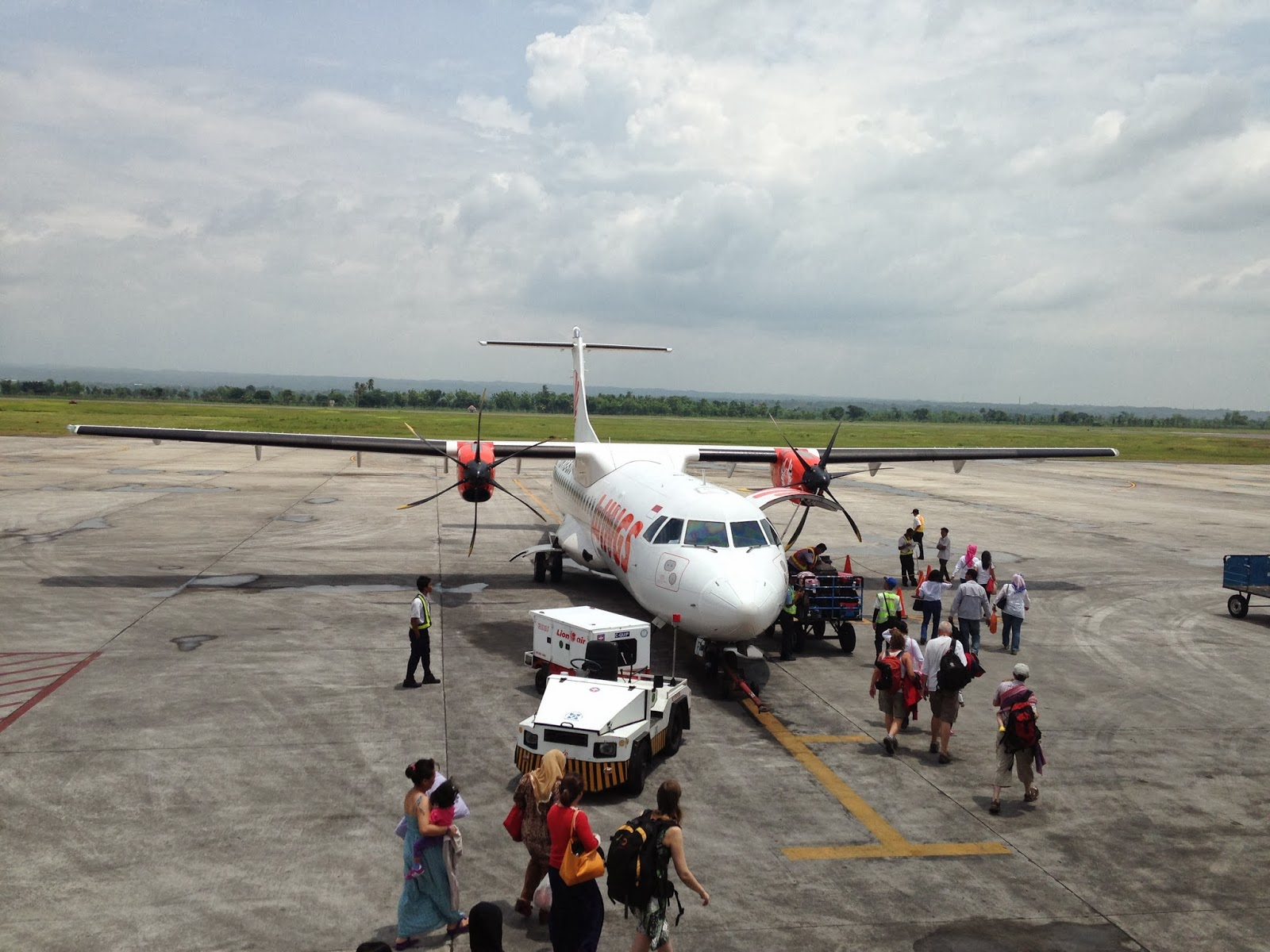 propellor plane Indonesia domestic flight