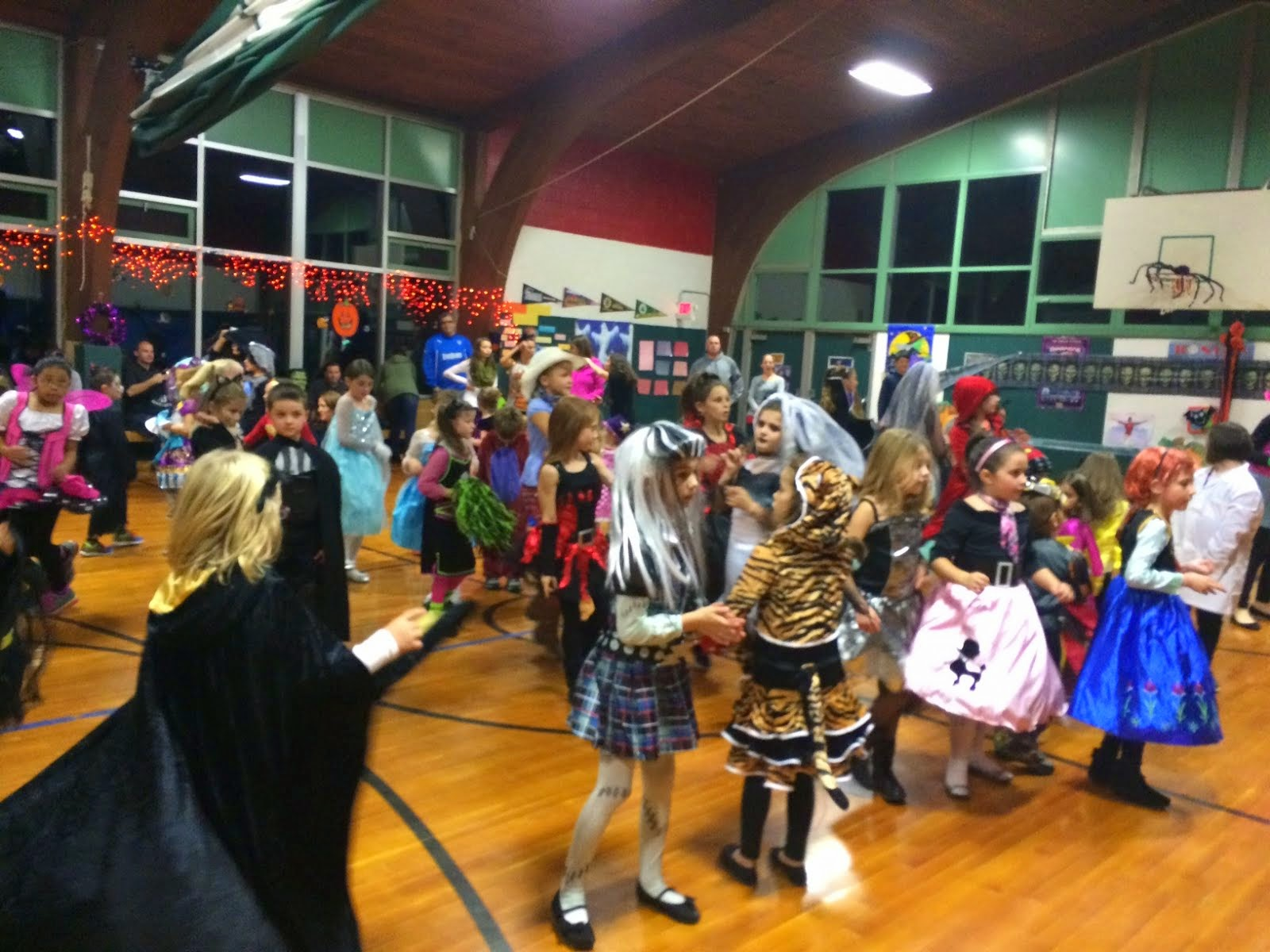 Pine Glen Elementary School Principal's Blog: PTO Halloween Party