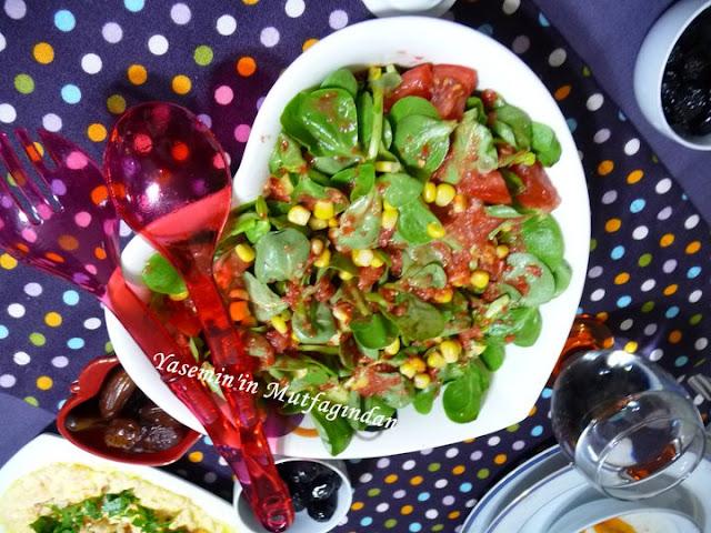 1 demet semizotu 1 salatalık 2 domates mısır sosu için 2 domates