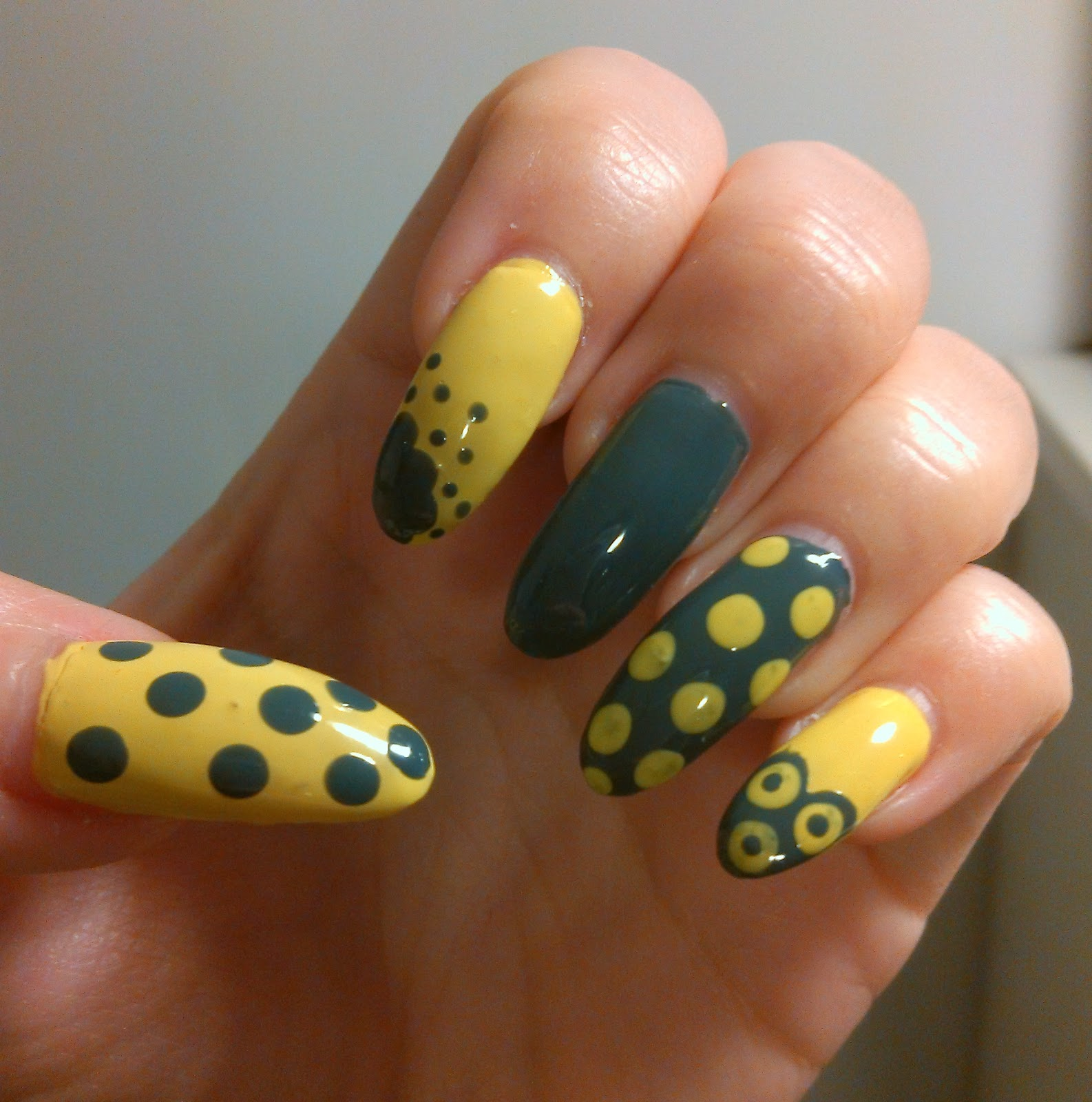 nail design, stiletto nails, lime yellow stiletto nails, dotted stiletto nails, spring stiletto nails,