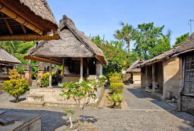 Suasana rumah tradisional bali di batuan