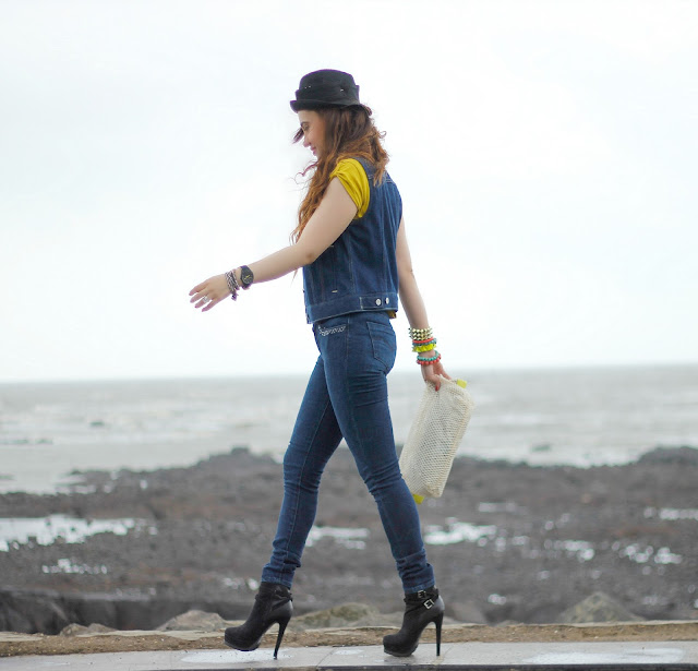 Levis T-Shirt, Sleeveless Denim Jacket, Levis 711 Jeans, Ankle Boots, Music Festival Look