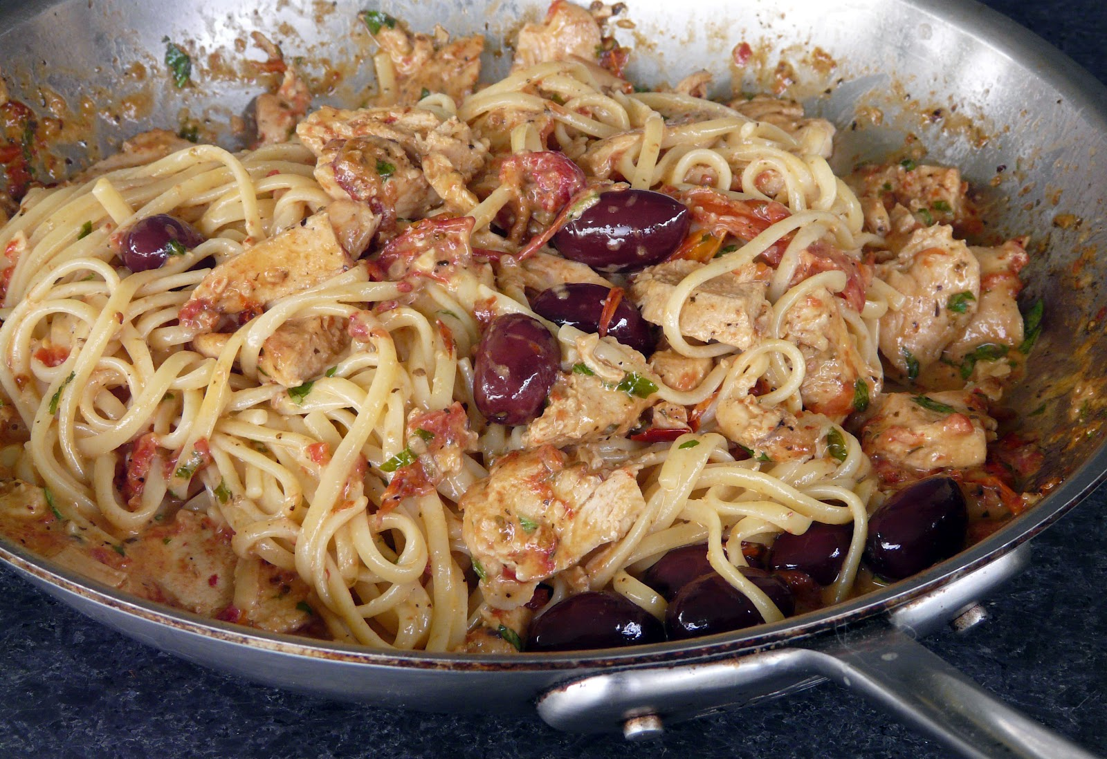 Thibeault\'s Table: Linguine with Chicken,Roasted Tomatoes and Olives