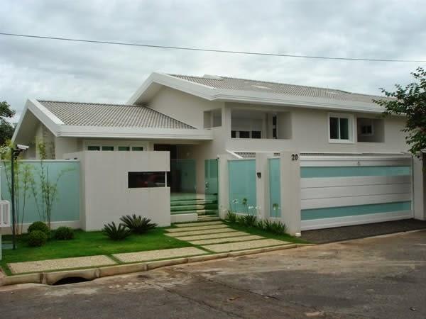 20 Fachadas de casas modernas com muros e port?es! - DecorSalteado