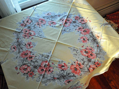 Delicieux I Was Completely Drawn To This Table Cloth, Also C. 1940u0027s. I Just Love The Old  Fashioned Romantic Feel. It Had A Few Small Tears So I Got It Marked Way ...