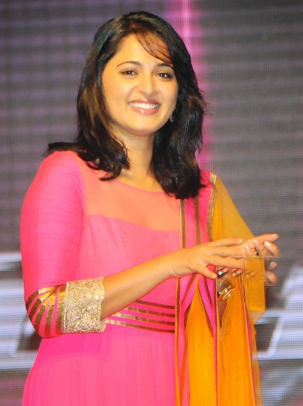 Anushka Shetty Beautiful smiley pics