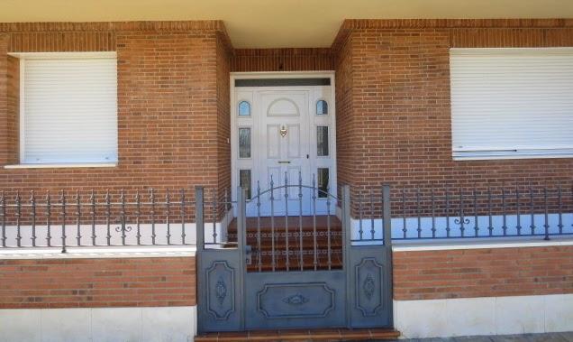 El talon sierte construcci n en cantalejo segovia construcci n de vivienda con ladrillo - Fachadas ladrillo rustico ...