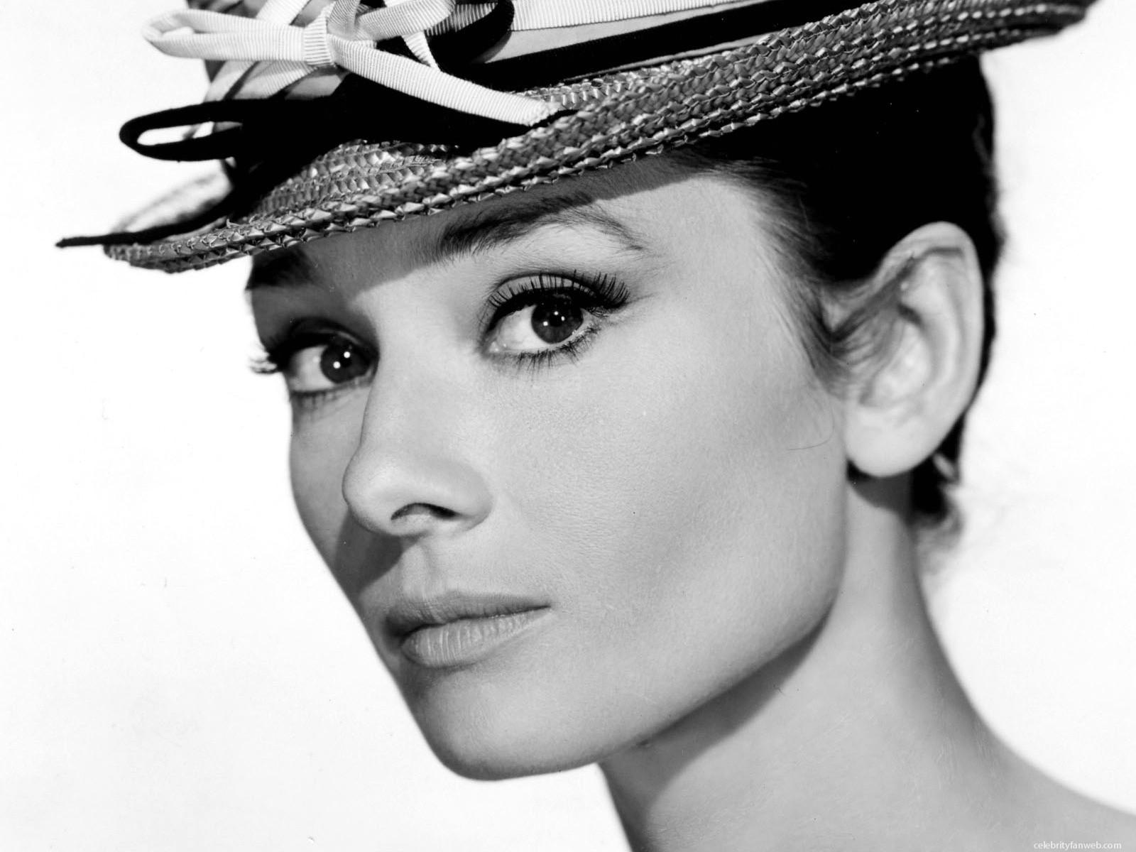 http://4.bp.blogspot.com/-RjTDGuGdqBg/Td0KaSDvBhI/AAAAAAAAAIk/f1JYqYgu3iU/s1600/Audrey-Hepburn-Photos-7.jpg