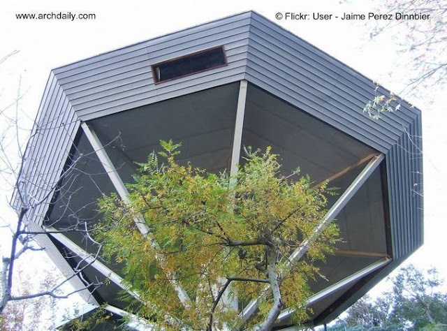 Vista inferior de la Residencia Malin en Hollywood de John Lautner