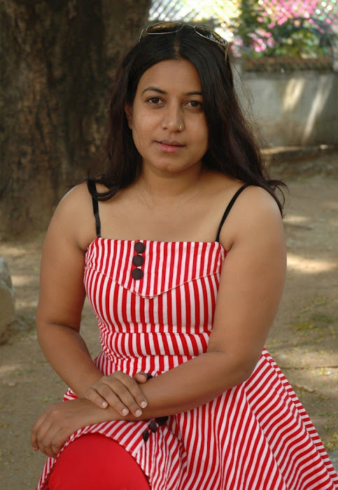 movie poo pookum osai spicy moments picture actress pics