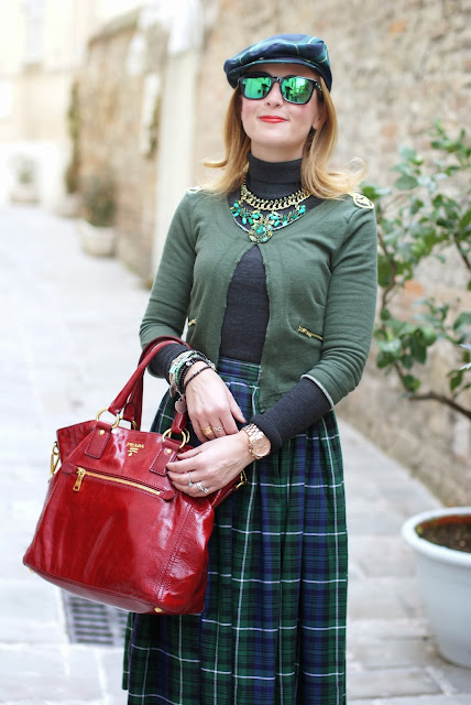 tartan skirt, Prada red tote, borsa rossa prada, tartan hat, Fashion and Cookies, fashion blogger