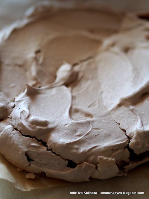 beza kakaowa , pavlowa , beza pavlovej , tort , krem śmietanowy , wiśnie w żelu , wiśnie w syropie , deser , desery , najlepsze przepisy , najsmaczniejsze dania , domowe jedzenie , jak z cukierni , cukierenka , słodkości , moje wypieki ,