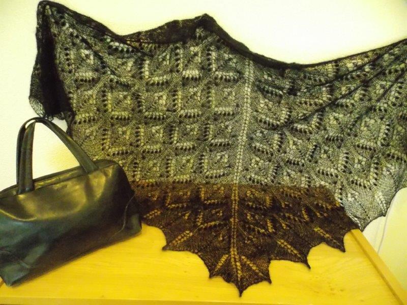 TE KOOP: Zwarte shawl, 1 x 2 meter