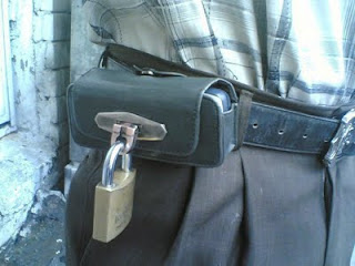Funny Lock on mobile pouch