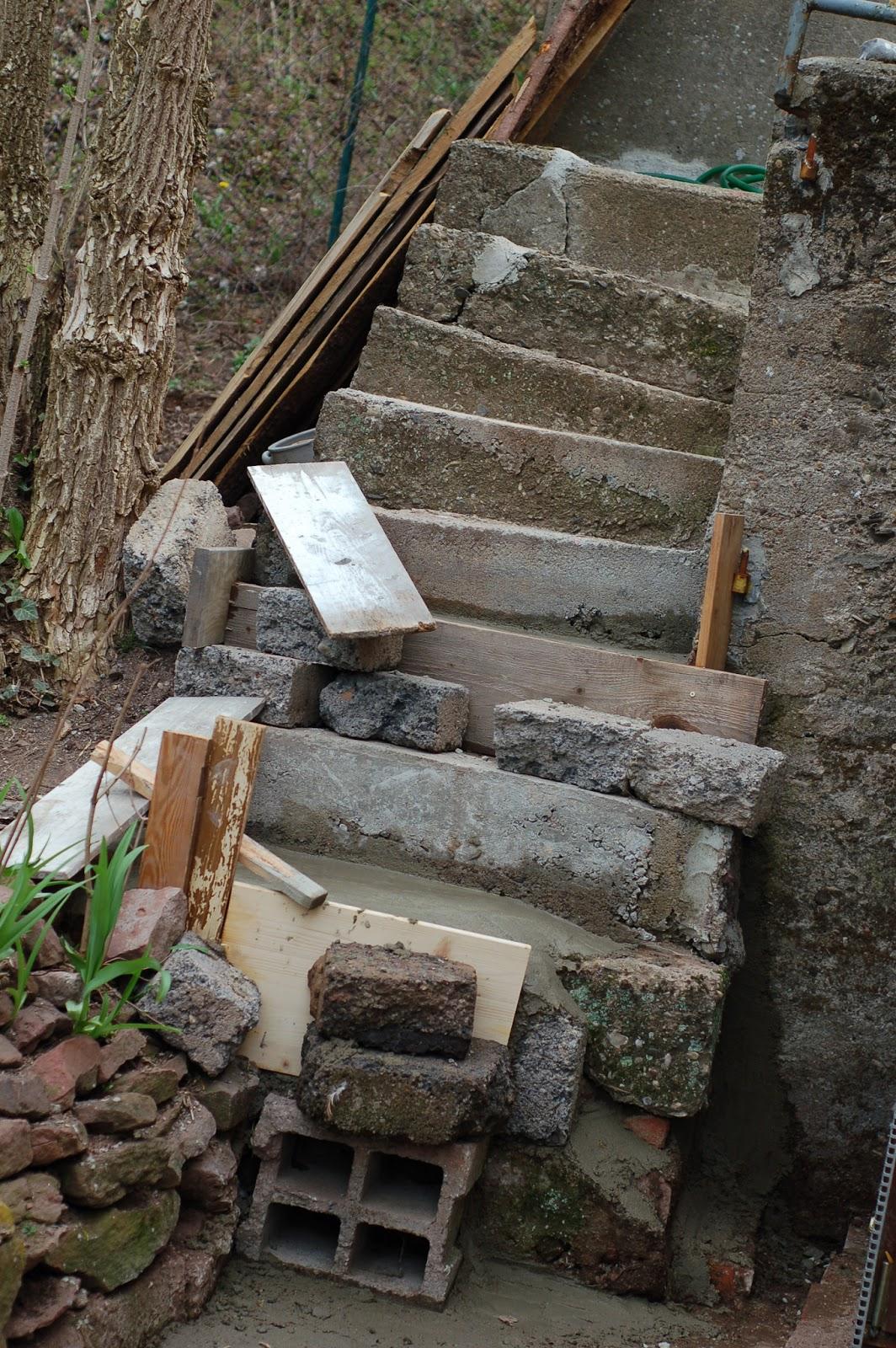 karl erwin und die frau ein haus wird gl cklich sanierung treppe au en spa mit beton teil 4. Black Bedroom Furniture Sets. Home Design Ideas