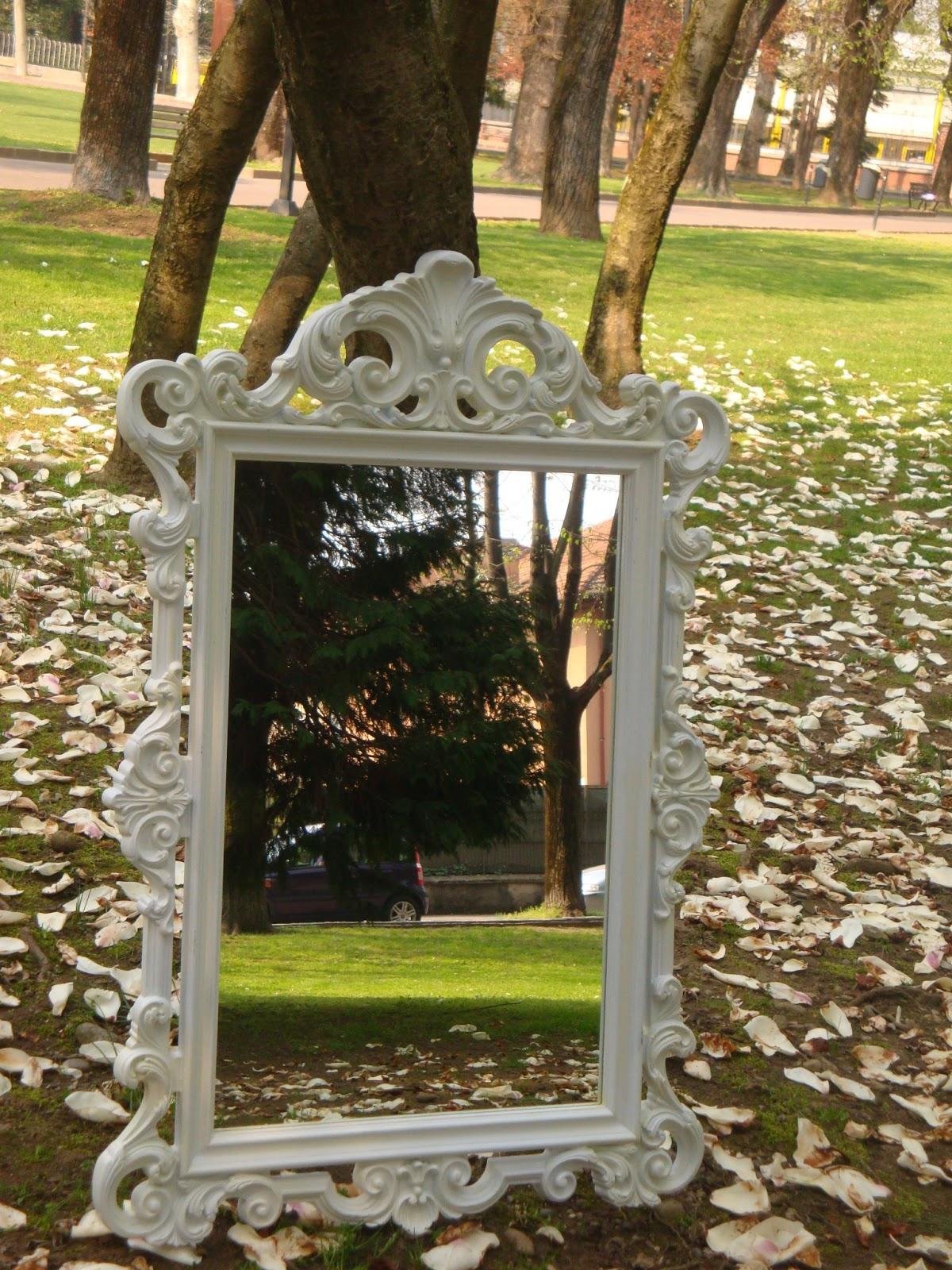 Bianco e shabby specchio specchio delle mie brame for Lots specchio